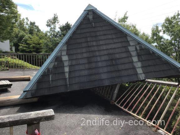 台風で崩れた公園の屋根