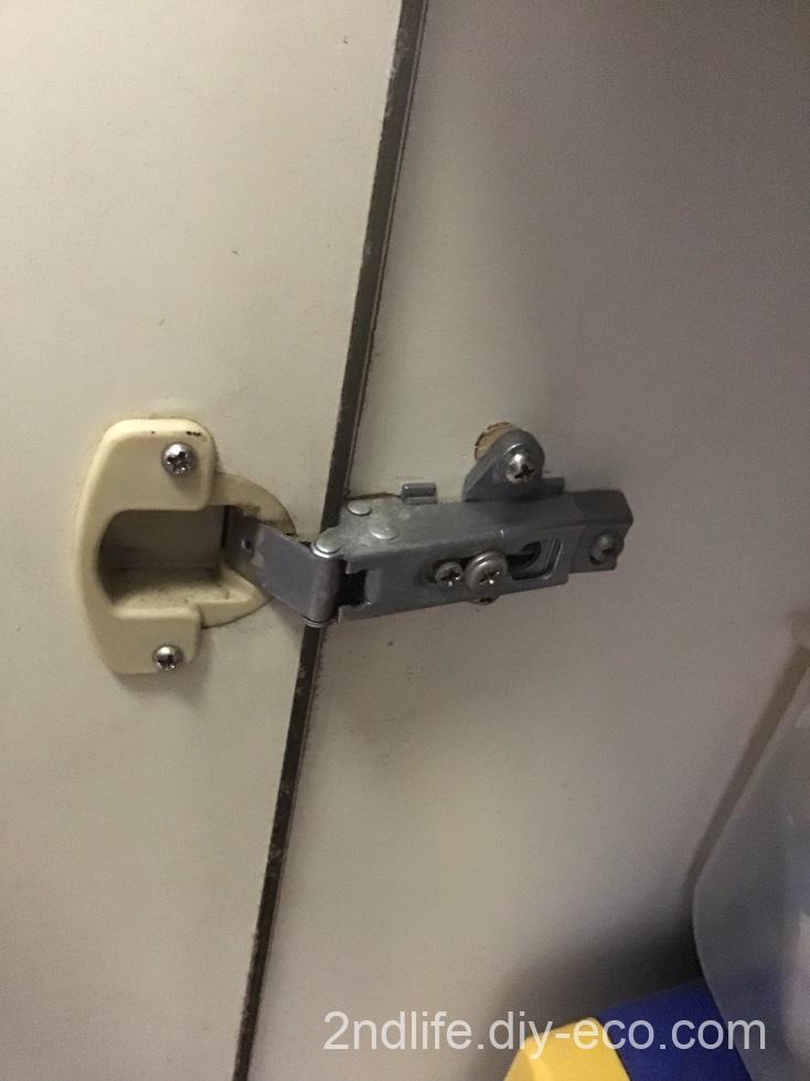 扉のヒンジ修理