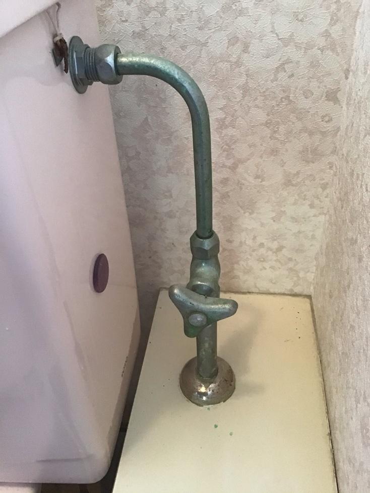 緑青の付いた配管